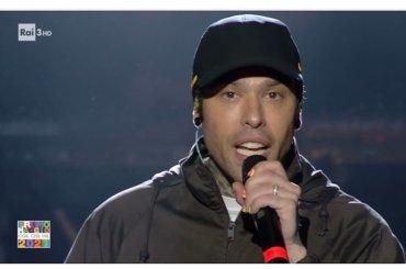 Fedez fa a pezzi Lega, cattoestremisti e omofobi d'Italia dal palco del concertone  – VIDEO