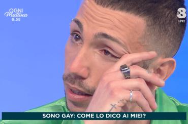 """Manuel Aspidi di Amici fa coming out: """"Sono gay, è una liberazione"""" – VIDEO"""