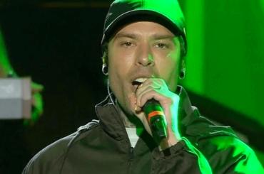 """Codacons annuncia esposto su Fedez al concertone: """"Pubblicità occulta alla Nike"""""""
