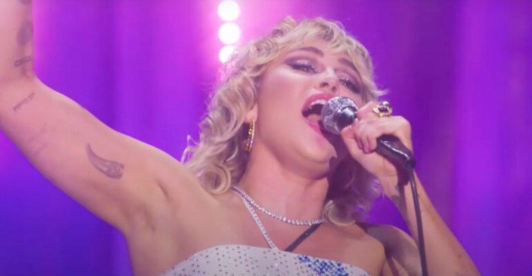 Miley Cyrus show per il Pride, ecco tutto il concerto Stand By You (con cover di Madonna) – VIDEO