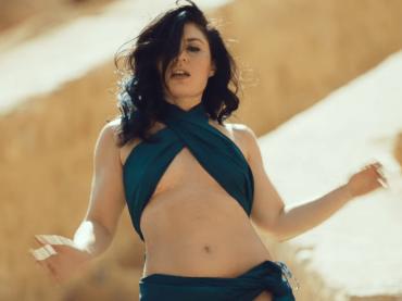 SHIMMY SHIMMY, Giusy Ferreri regina del deserto nel video ufficiale