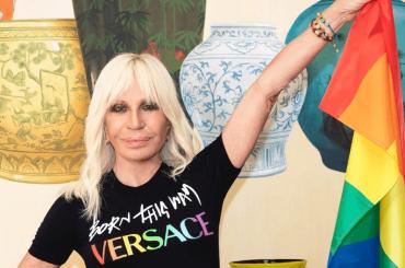 Donatella Versace si unisce a Lady Gaga per il Pride Month e il decennale di Born This Way: collezione ad hoc