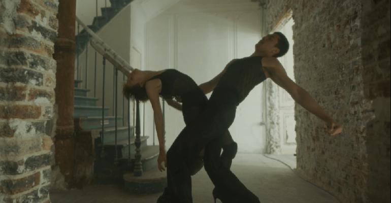 """Jessie Ware, si balla con il video ufficiale di """"Hot N Heavy"""""""