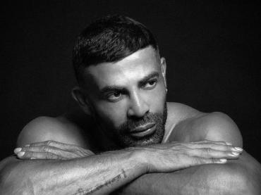 Gianni Sperti nudo, la foto social