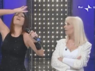 """Laura Pausini: """"Dedichiamo un lutto nazionale a Raffaella Carrà, per tutto ciò che ha rappresentato"""""""