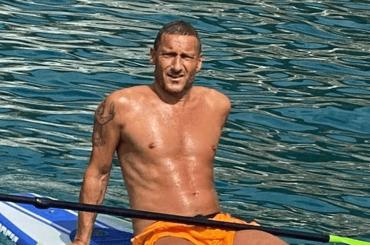 Francesco Totti, la prima foto in costume dell'estate 2021