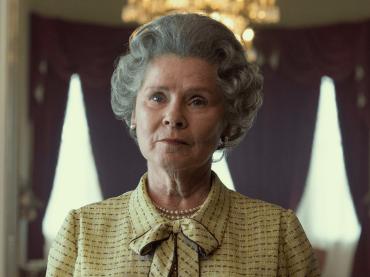 The Crown 5, ecco Imelda Staunton nei panni della Regina Elisabetta II – la prima immagine ufficiale
