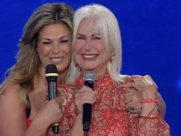 """Loretta Goggi, addio ai social dopo gli insulti: """"Mi trucco da sola, mai rifatta, tutti cantavano in playback"""""""