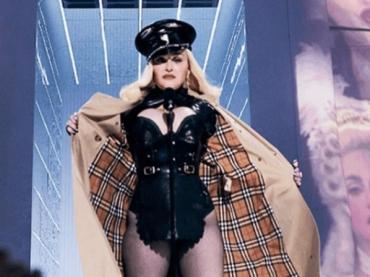 VMA 2021, apre a sorpresa Madonna – video