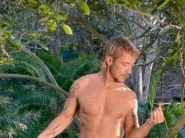 Diplo, nudo social come Adamo – video